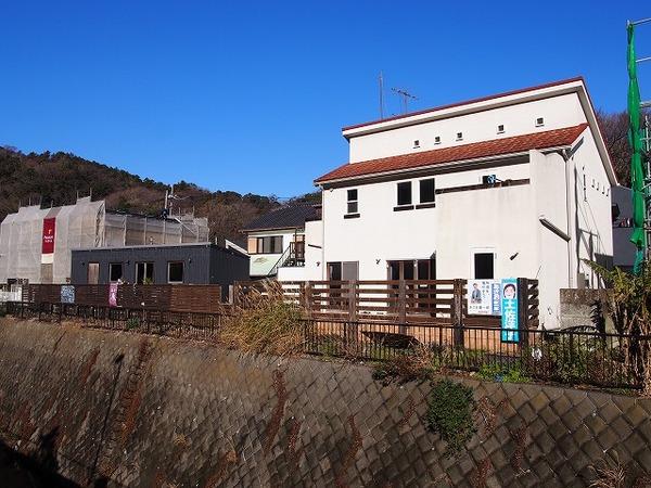 トレーラハウス付きの住宅